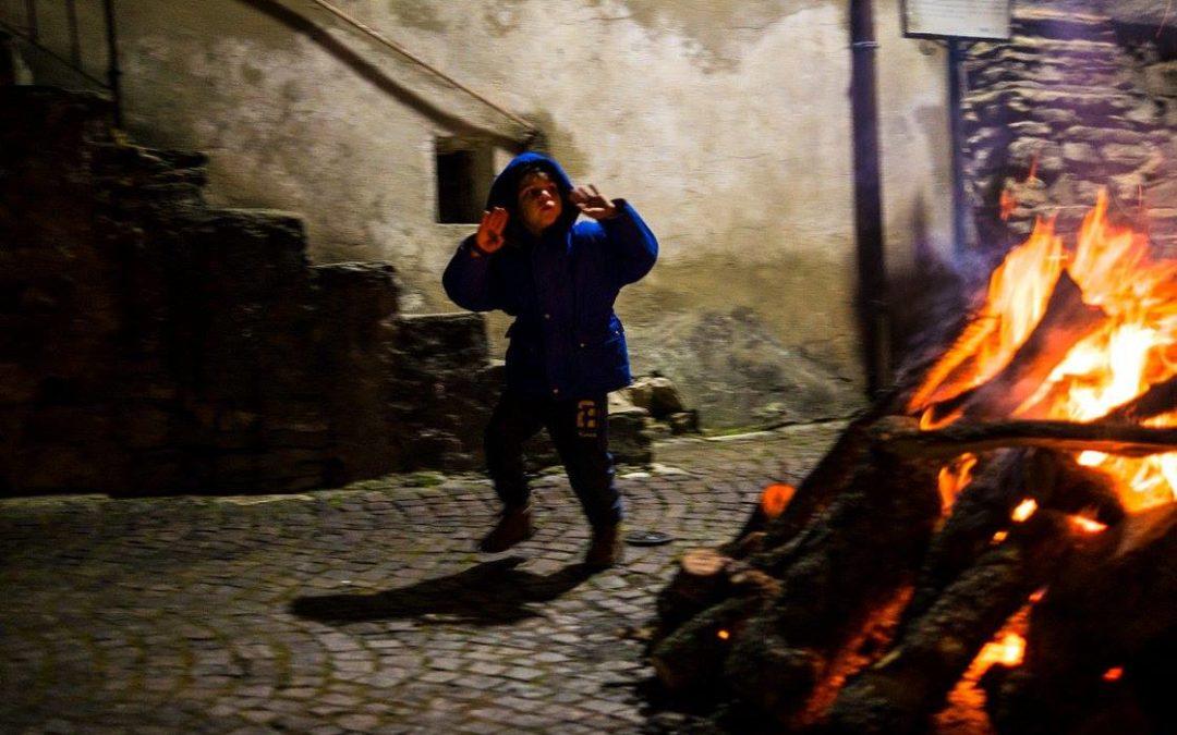 Sant'Antonio Abate ritorna a Trivigno con il falò in legna più grande d'Italia