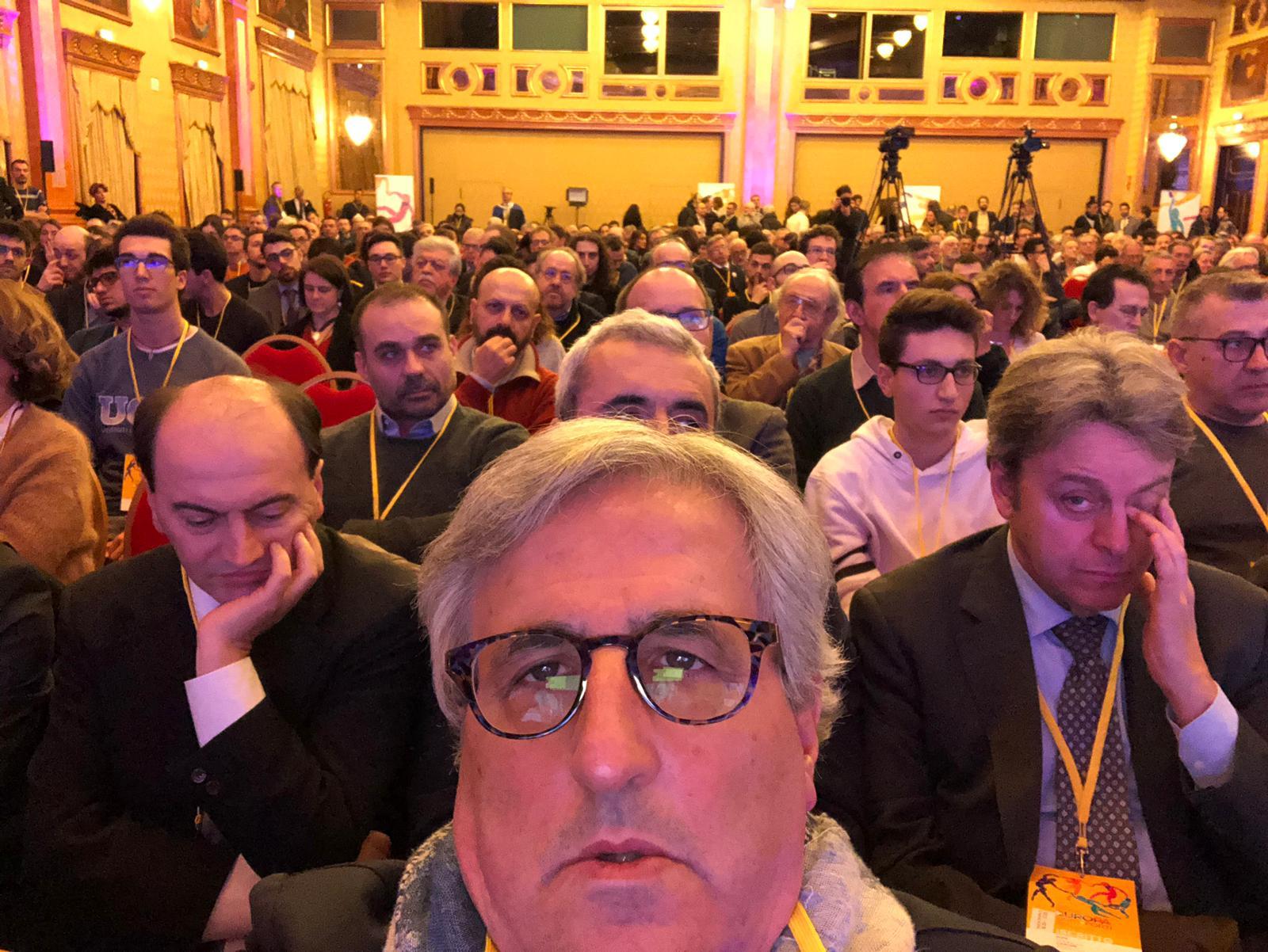 Luigi Scaglione in una foto di gruppo al Congresso di +Europa a Milano