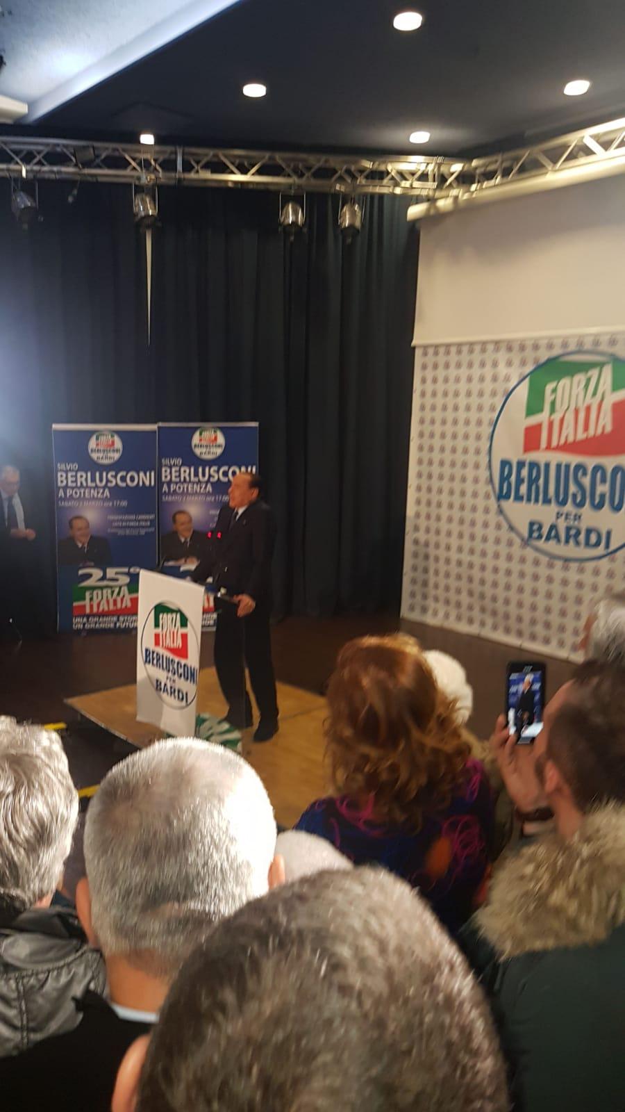 2 marzo Berlusconi a POtenza si stizzisce