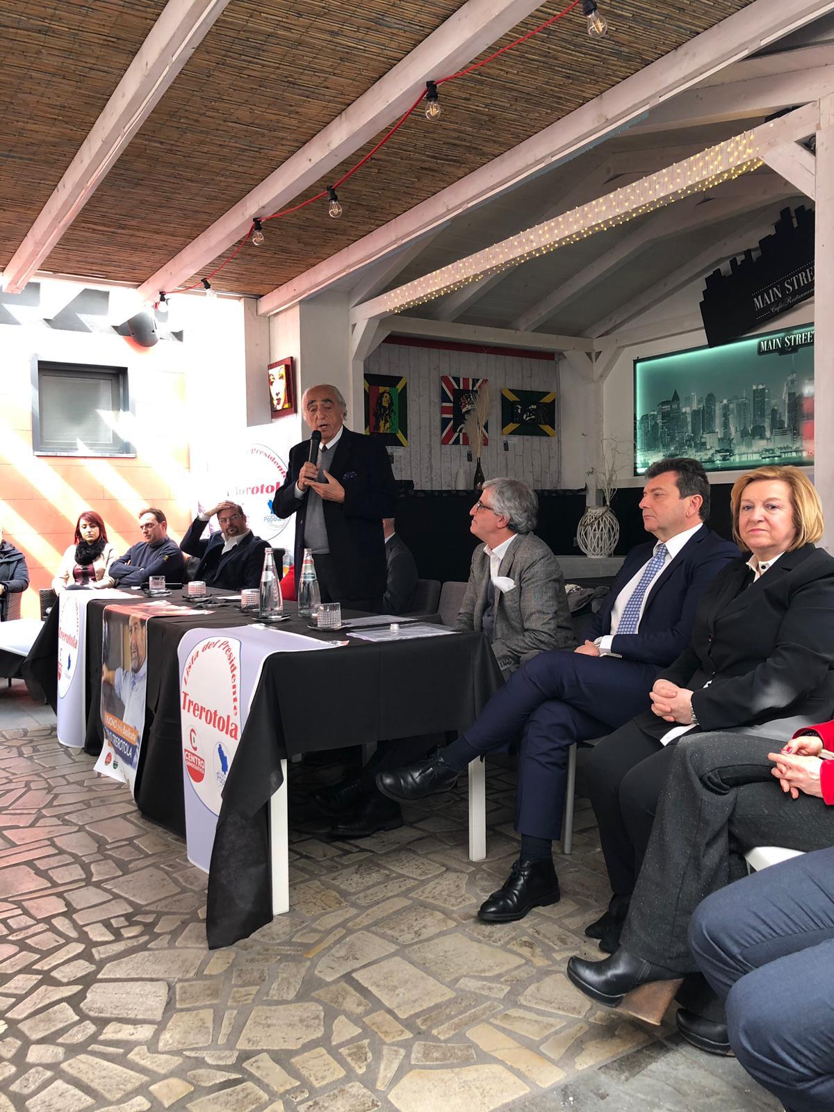 5 Marzo Sanza parla alla presentazinoe di Trerotola con tutti i candidati