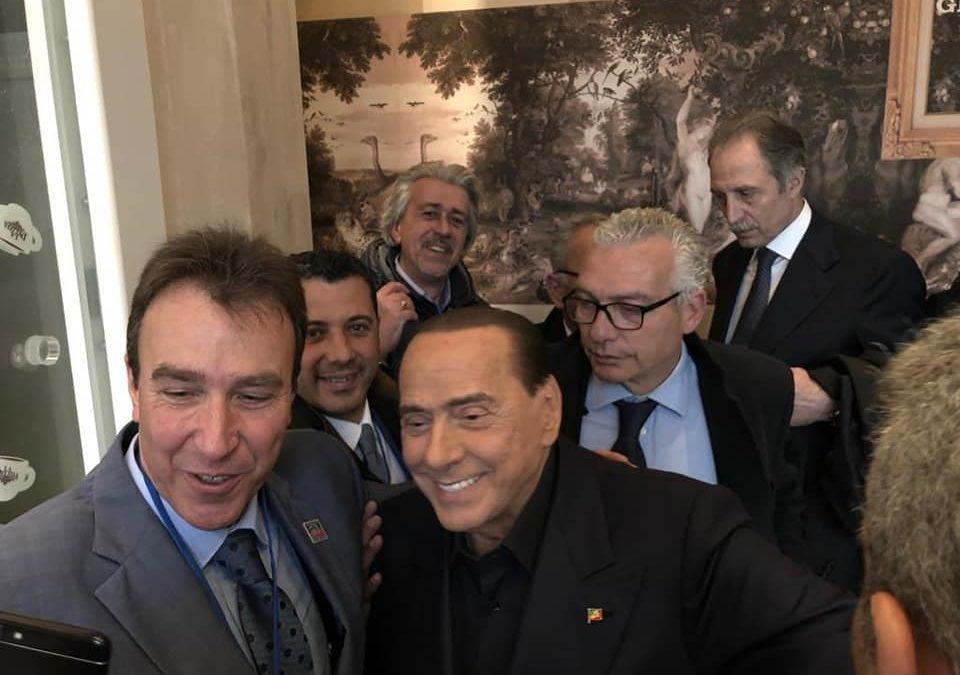 Berlusconi a Potenza: le prime foto con i simpatizzanti