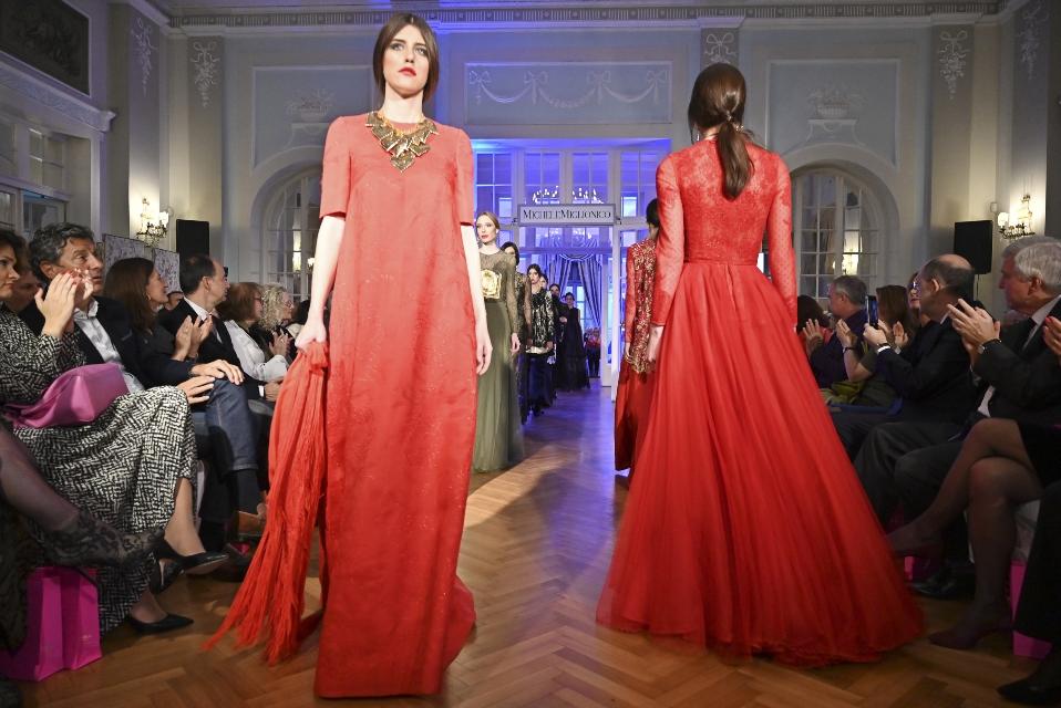 """Alta moda show a Belgrado con le """"Madonne Lucane"""" di Michele Miglionico"""