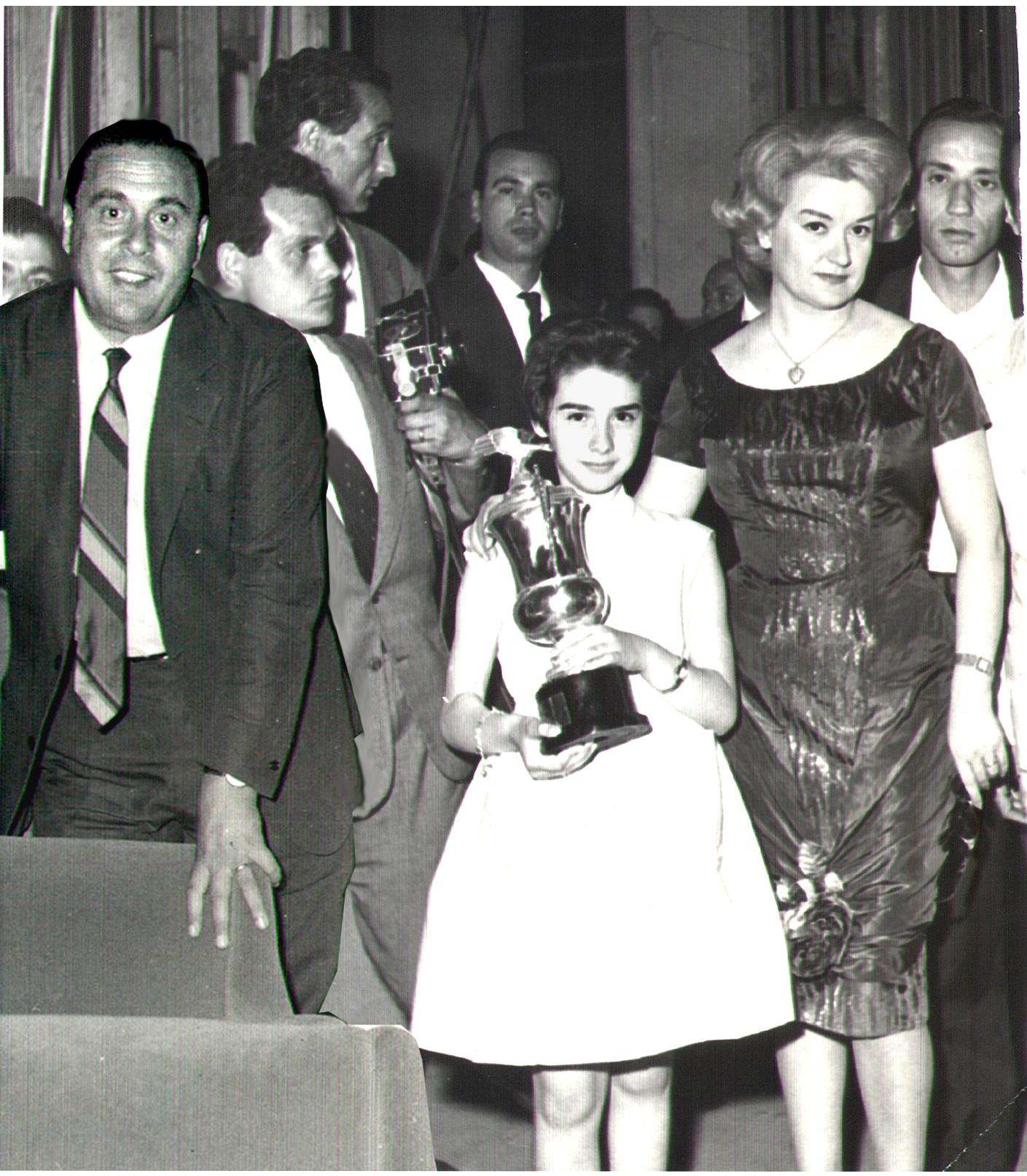 Umberto Martucci e Flo Sandon's subito dopo la vittoria al Festival di Napoli del 1960 con Serenata a Mergelliina