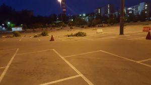 il parcheggio così come si presentava ieri sera