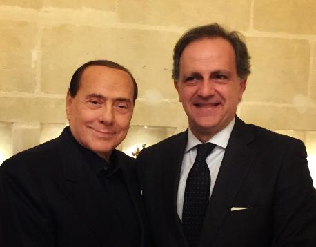 Berlusconi e il Covid: mentre in rete gira un video sospetto, arrivano gli auguri del vicepresidente di FI al Senato, Moles