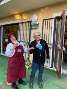 Sivana Felicetta Colucci con Angelomauro Calza al termine del pranzo (mascherina tolta solo per la foto, distanza rispettata)