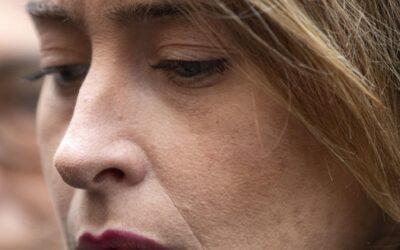 """CASO DE FILIPPO, I RETROSCENA – La Boschi c'è rimasta male: """"Manco un messaggino!"""", ma ieri mattina c'è stato un whatsapp che dice…"""